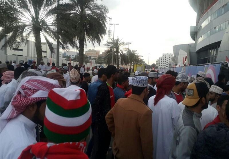 گزارش خبرنگار اعزامی خبرنگاران از امارات، هجوم طرفداران عمانی با بلیت های رایگان و عدم استقبال ایرانی ها