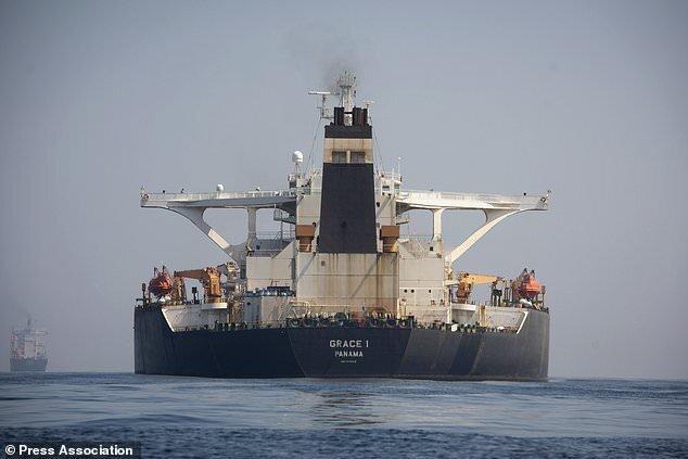 سفیر ایران در لندن: کشتی آدریان دریا امشب جبل الطارق را ترک می نماید