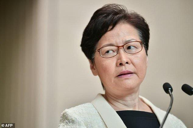 رهبر هنگ کنگ لایحه استرداد مظنونان به چین را لغو می نماید