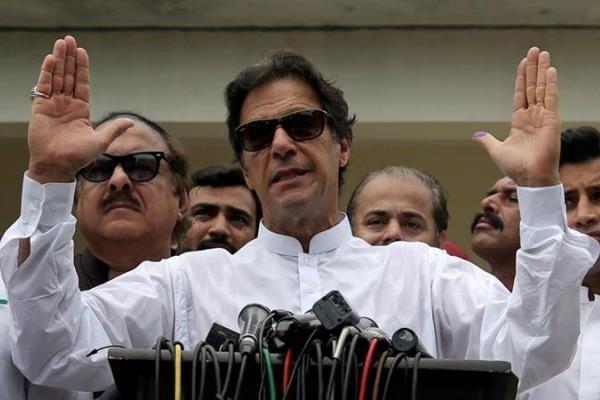 عمران خان از درگیری نظامی احتمالی میان هند و پاکستان اطلاع داد