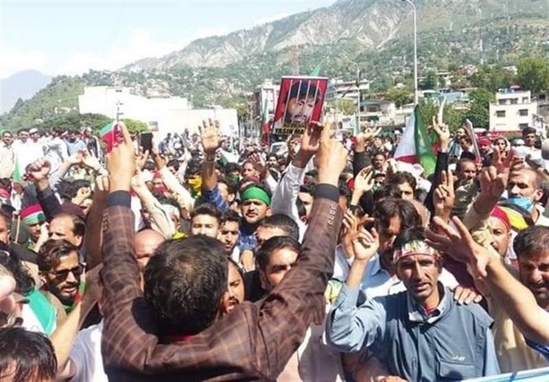 هزاران پاکستانی برای حمایت از مردم کشمیر راهی مرز هند شدند