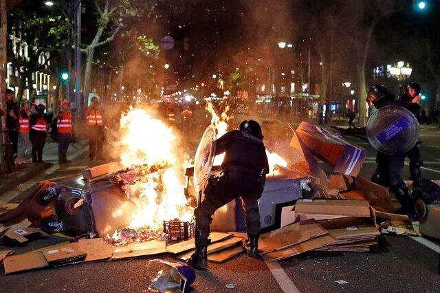بارسلون میدان جنگ پلیس و جدایی طلبان کاتالونیا