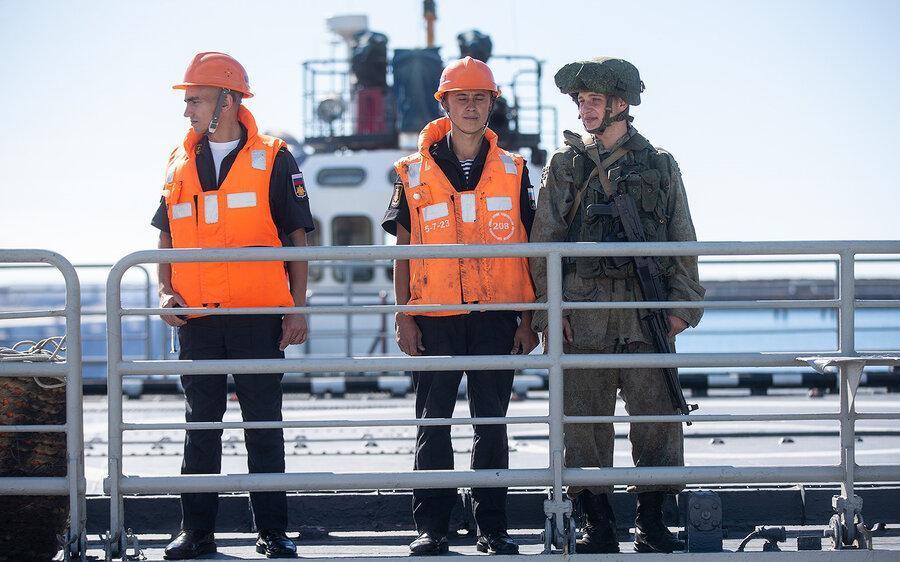 هشدار ارتش نسبت به ورود در محدوده رزمایش ایران، روسیه و چین ، شناور یا پرنده ای وارد گردد می زنیم