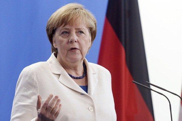 مرکل: همه کشورهای اروپایی به حمایت از یونان متعهد هستند