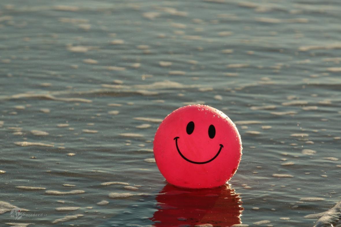 دانشمندان: لبخندِ اجباری واقعاً شما را شاد می نماید