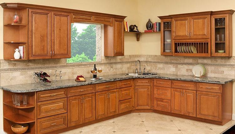 پاک کردن چربی از روی کابینت آشپزخانه با مواد مختلف