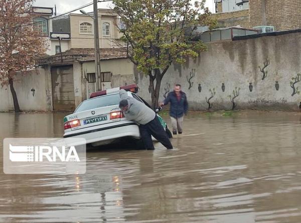 خبرنگاران بعضی خیابان های شیراز را آب گرفت