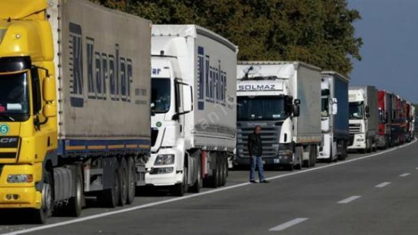صف کامیون های ایرانی در مرز بازرگان سنگین شد