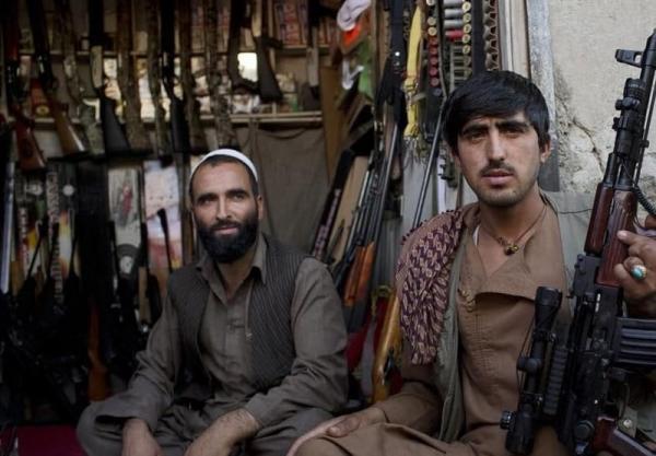 اشپیگل: تشدید نگرانی های مردم قیمت سلاح در افغانستان را افزایش داده است