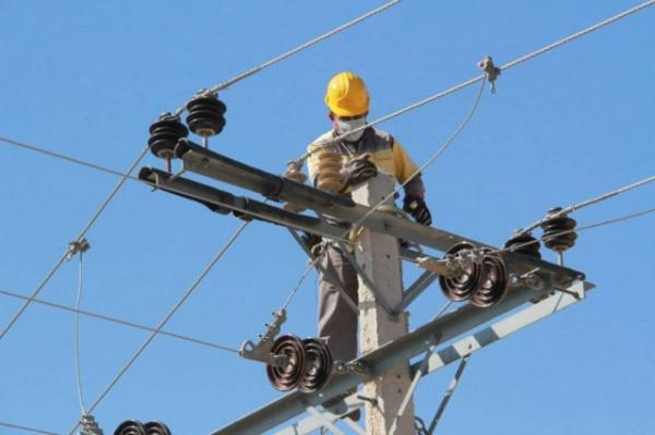 نوسازی شبکه برق 560 روستا، بهسازی شبکه 10 هزار روستا طی سال جاری