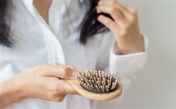 با حذف این غذا ها از ریزش مو جلوگیری کنید